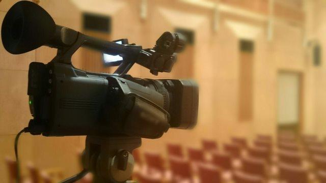 激安で動画制作を依頼するなら【デコデザイン】~ウェディングの動画制作はお任せ!~